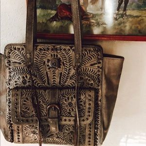 🦋Tooled Leather Handbag 🦋